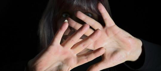 pedopornografia adescava ragazzine falso profilo facebook