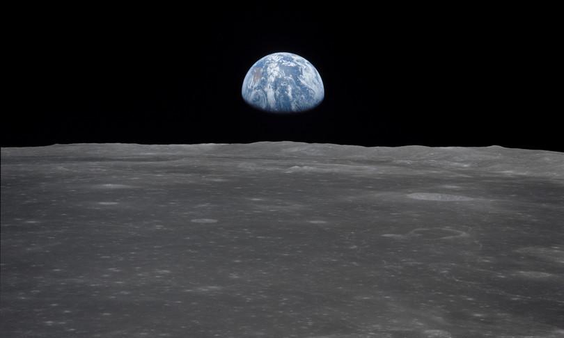 nuova luna della terra