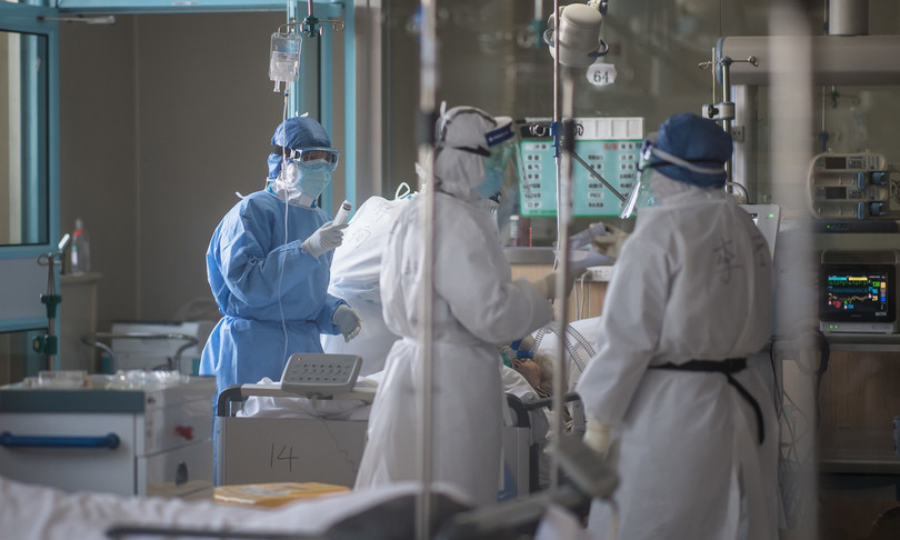 Coronavirus, il medico di Bergamo: «Dobbiamo scegliere chi curare e chi no, come in guerra»