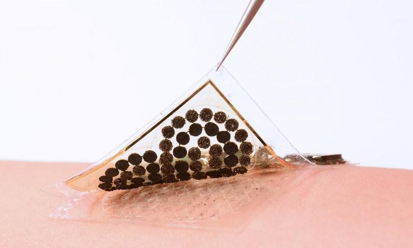 La pelle elettronica alimentata dal sudore