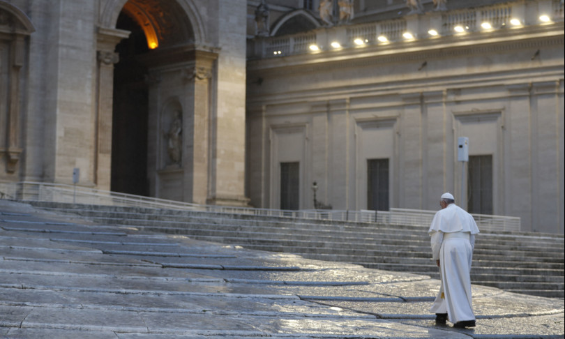 Mattarella Bergoglio solitudine san pietro altare della patria