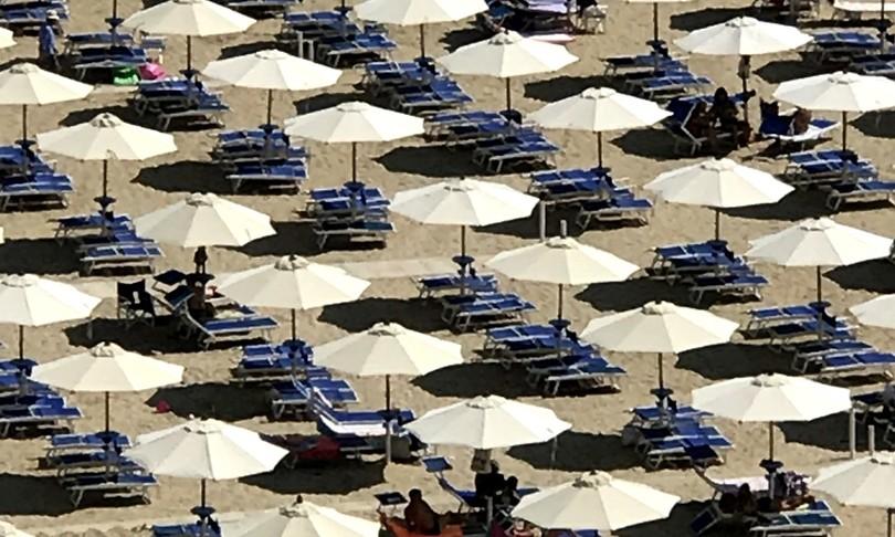 regole distanziamento feste cene spiaggia
