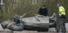 Le statue colpite dalla rabbia antirazzista