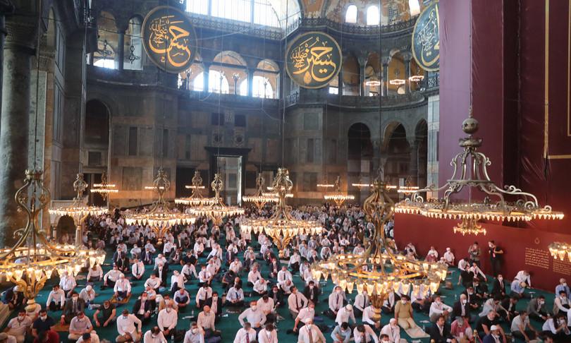 La prima preghiera islamica a Santa Sofia