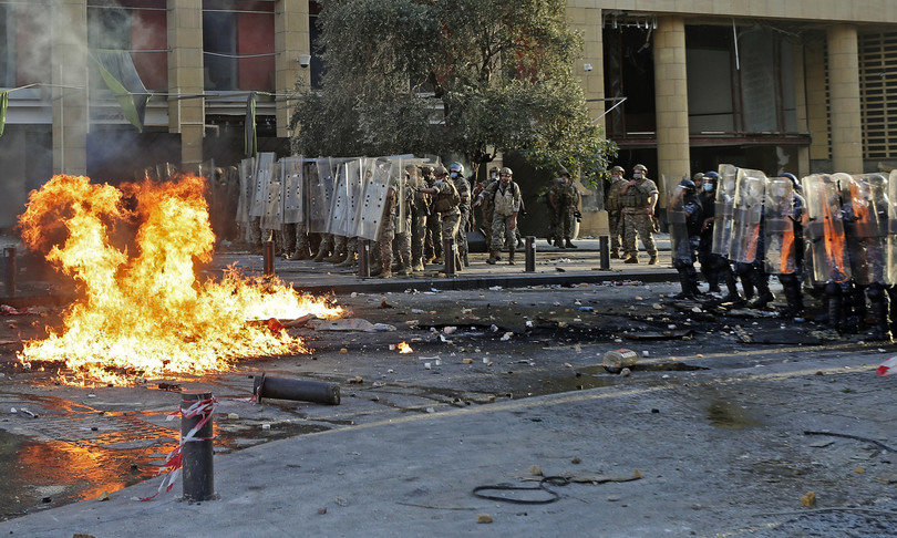 rivolta beirut occupati palazzi governo