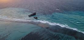 La petroliera spezzata in due alle Mauritius