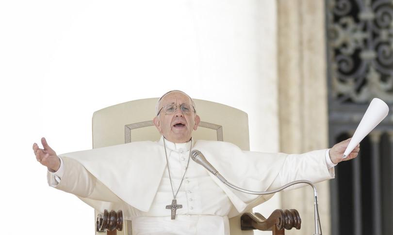 becciu dimissioni vaticano papa francesco