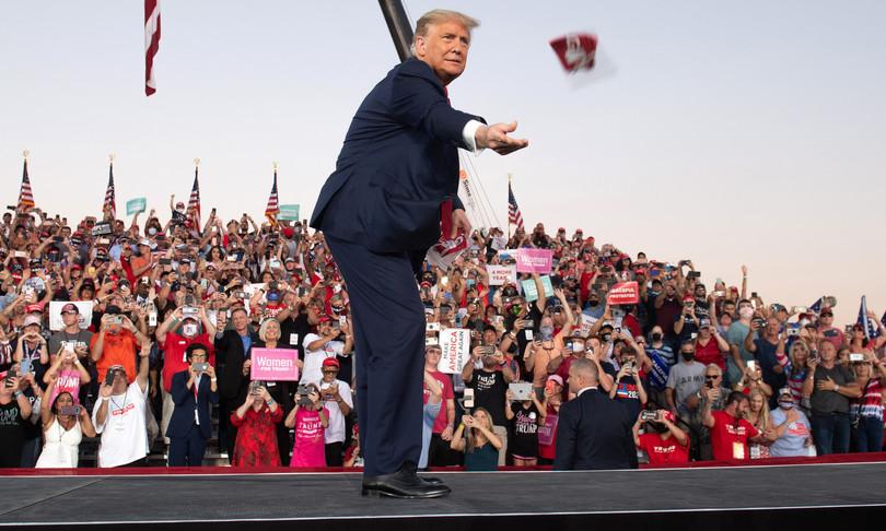 america 2020 elezioni trump bacio covid
