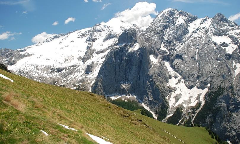 montagna valanga marmolada passo fedaia