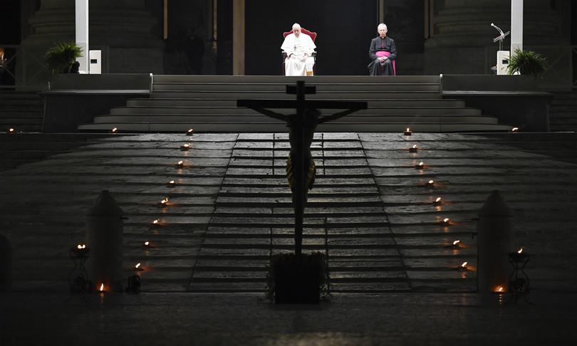 papa francesco 2020 covid scandali riforme