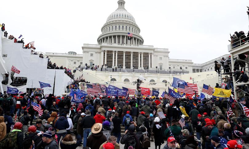 Le proteste e gli scontri a Capitol Hill