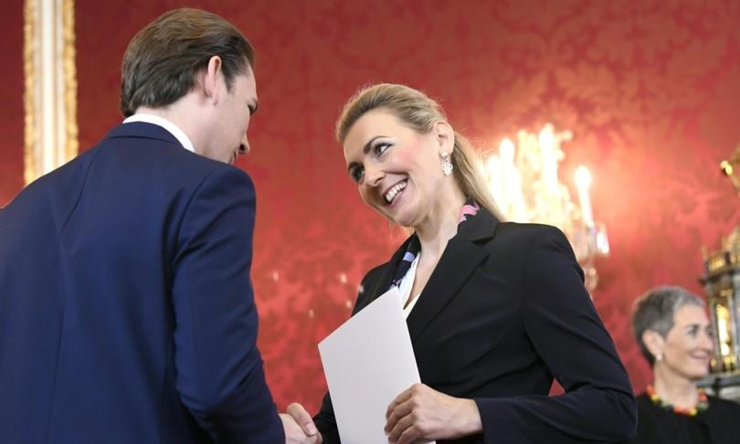 ministra lavoro austria si dimette per accusa plagio tesi laurea