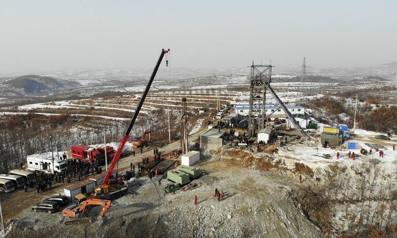minatori cinesi intrappolati nella miniera oro a 600 metri di profondita
