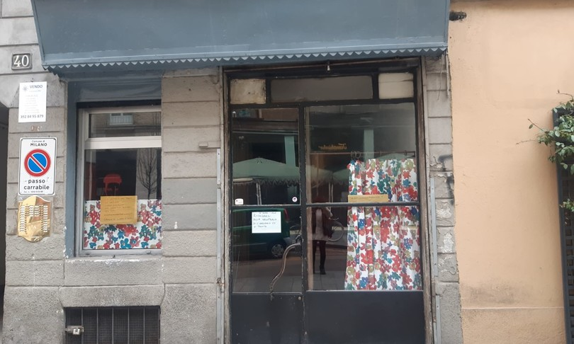 serrande abbassate Covid Milano grattacieli corso Garibaldi
