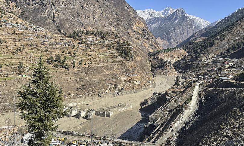 himalaya ghiacciaio crollato morti dispersi