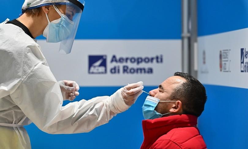Via libera ai certificati vaccinali per viaggiare in Ue. Saranno pronti entro l'estate