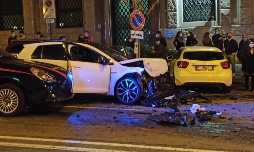 schianto carabinieri Cagliari fermi