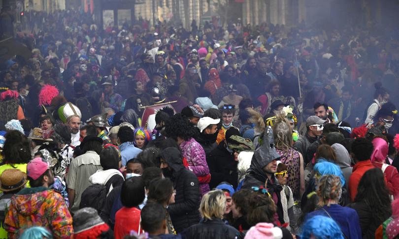 rivolta contro mascherine carnevale marsiglia