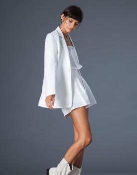 La moda diventa sostenibile grazie a una collezione tutta in rafia