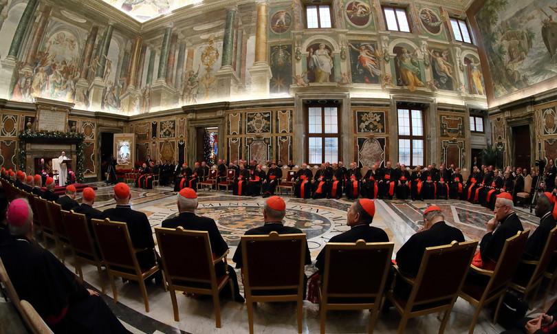 papa taglia stipendi a cardinali pesa crisi covid