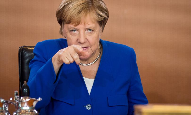 Germania Merkel promette accelerazione vaccinazioni aprile pasqua casa