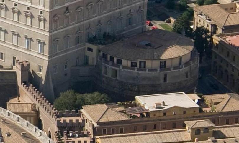 dirigente san camillo accusato furto di abiti in vaticano