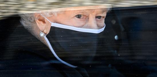Le lacrime della regina nell'ultimo saluto a Filippo