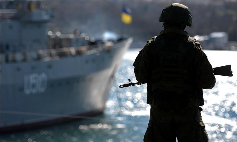 Ucraina Russia invia due navi sbarco crimea mar nero