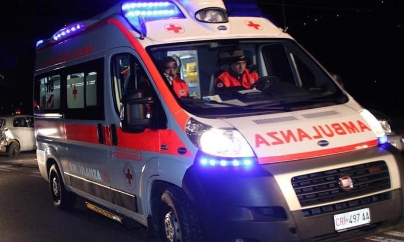 Incendio distributore carburanti Biellese grave 26enne