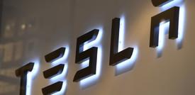 """""""Autopilot"""" sotto accusa dopo la morte di due persone. E il titolo Tesla crolla"""