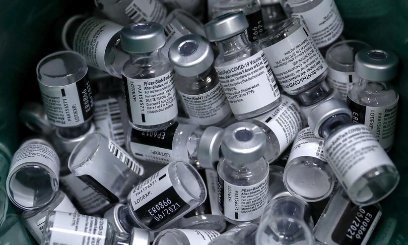 medico ancona inoculava soluzione fisiologica invece vaccino