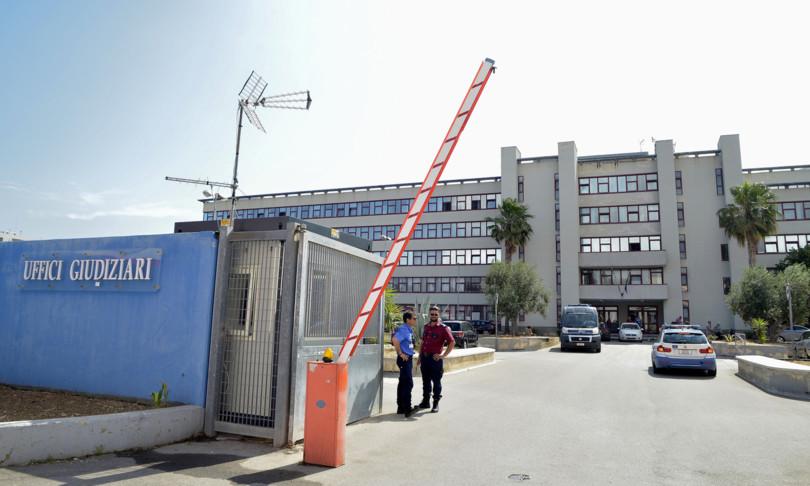 tangenti mazzette magistrato avvocato arrestati bari