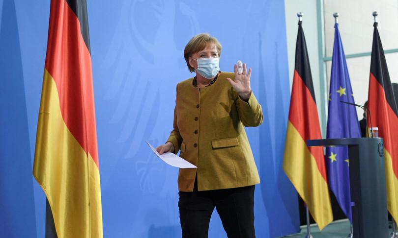 Germania chiude controtendenza punta vaccini