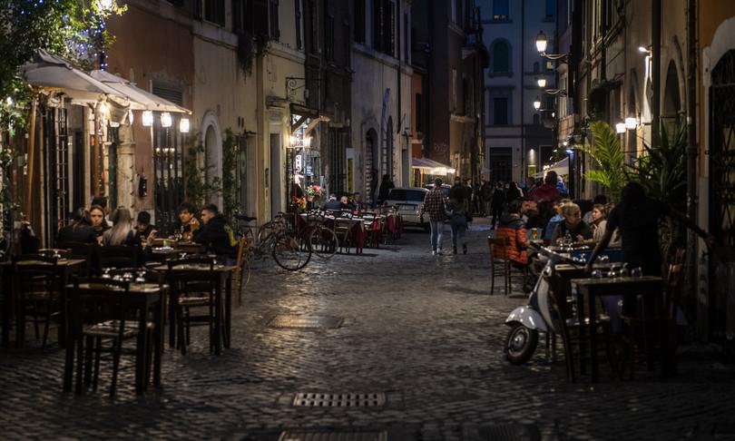 roma ristoranti aperto tavoli pieni ma niente folla