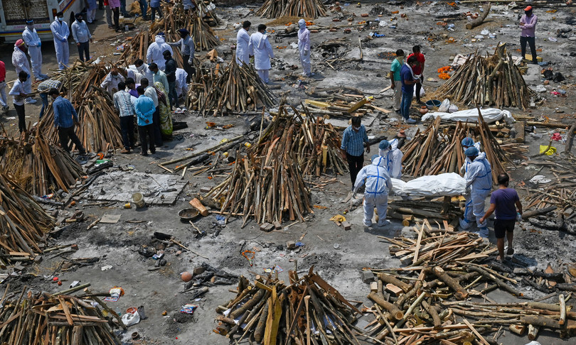 india incubo covid manca legna pire morti in strada