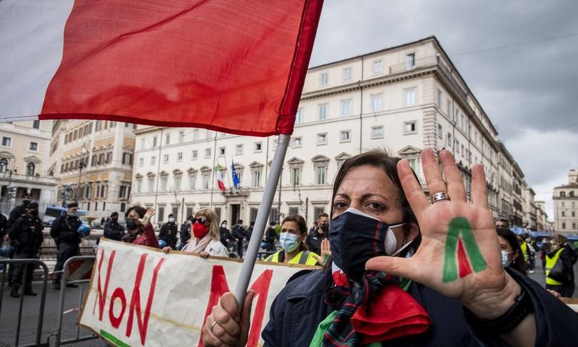 scontri Roma manifestanti palazzo Chigi