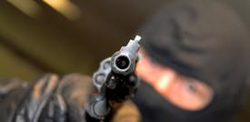 Tentato furto nel Cuneese, gioielliere spara e uccide due rapinatori