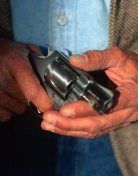 Il gioielliere che ha ucciso due rapinatori nel Cuneese è indagato per omicidio