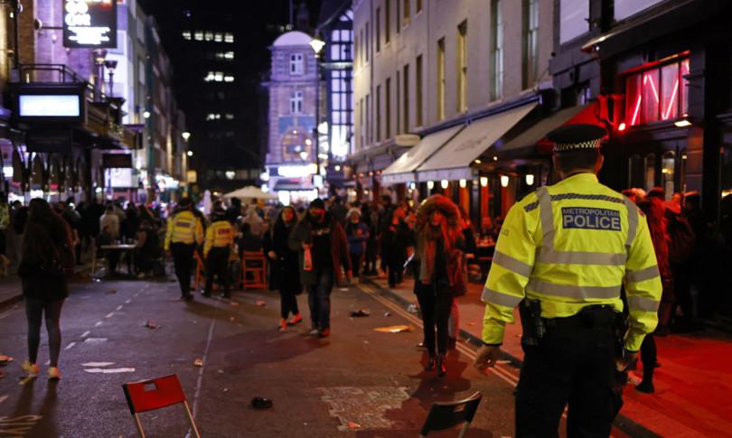 agente Scotland Yard condannato appartenenza gruppo neonazista