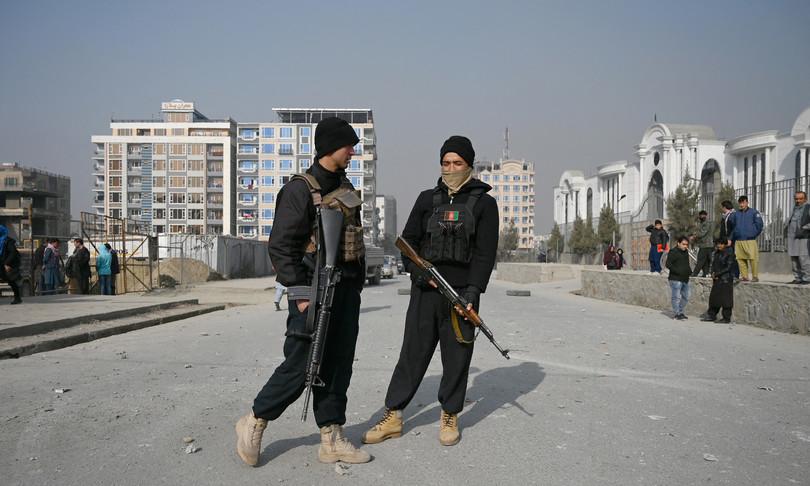 Afghanistan autobombadavanti studentato