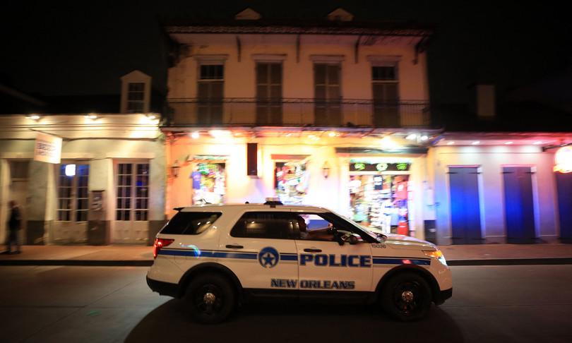 spari nella notte new orleans morto otto feriti