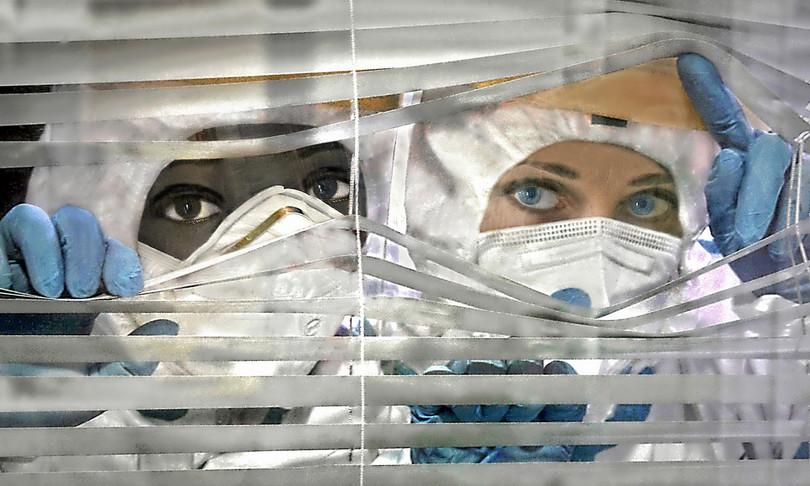 libro racconta immagini ospedali travolti pandemia