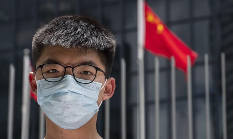 hong kong wong condannato a dieci mesi per veglia tiananmen