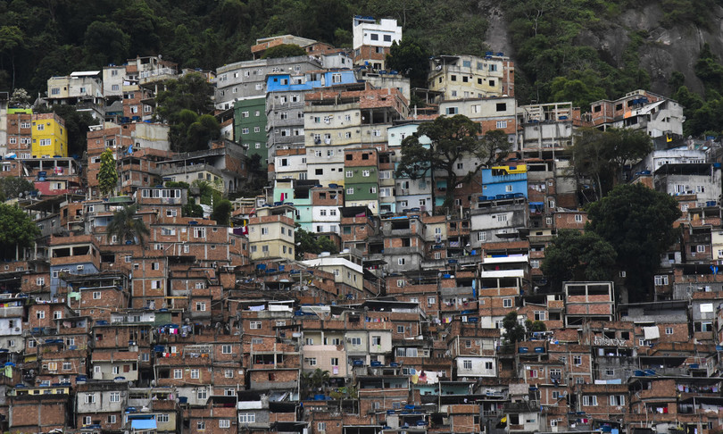 sparatoria agenti narcos favela rio brasile