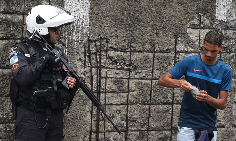 Brasile battaglia polizia favelas rio de janeiro