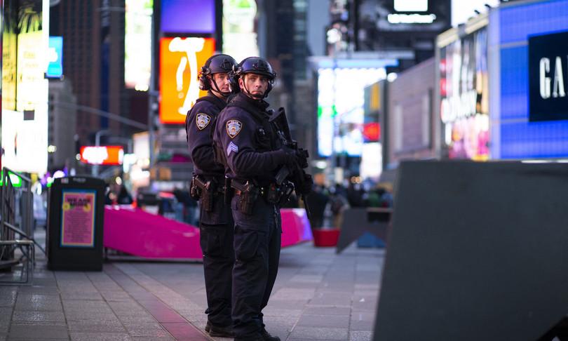 bimba ferita sparatoria Times Square
