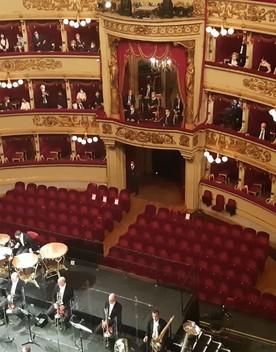 Riapre il Teatro alla Scala tra applausi e speranza di normalità