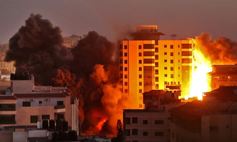 pioggia razzi israele tempesta fuoco gaza