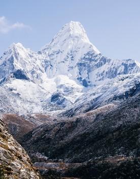 Muoiono due scalatori sull'Everest, primi della stagione