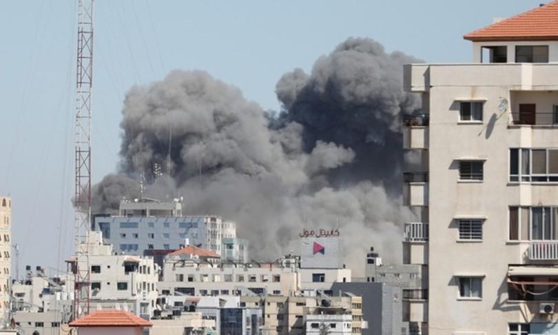Gaza Israele colpisce palazzo media evacuato